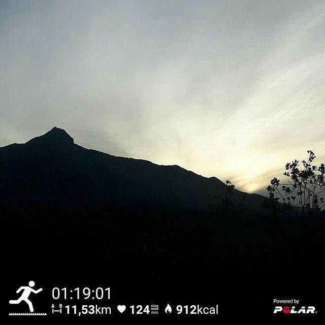 Med klockan från V800 från Polar kan du tanka ner andras löpspår och springa i deras fotspår.  Tack vare en annan löpare fick jag se allt möjligt i gryningen. Värsta utsikten, getter och en soluppgång i bergen!  Ut och utforska nu, you'll love it!   # mikesgymmarbella
