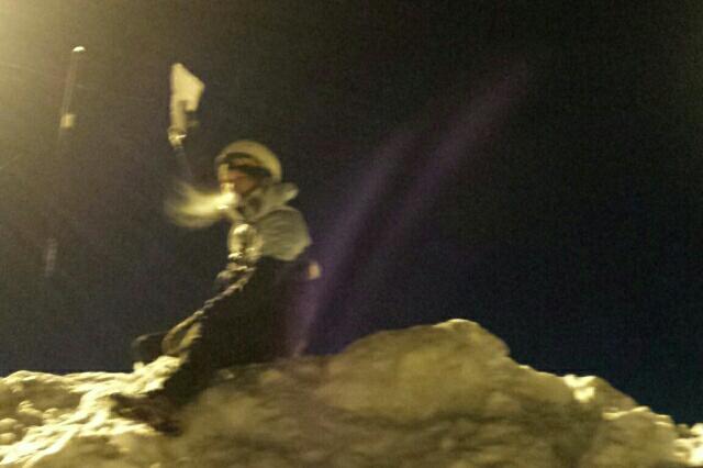 En flagga, på toppen. Utemagasinet befinner sig högst upp!