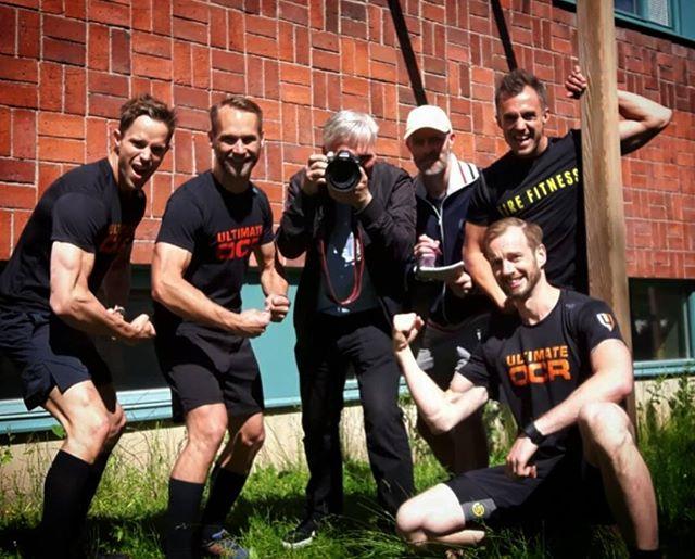 En klassisk spännarbild efter ett reportage om Team Ultimate OCR, EM, Brandkår och träning.  Vi fick till och med fotografen på bild!