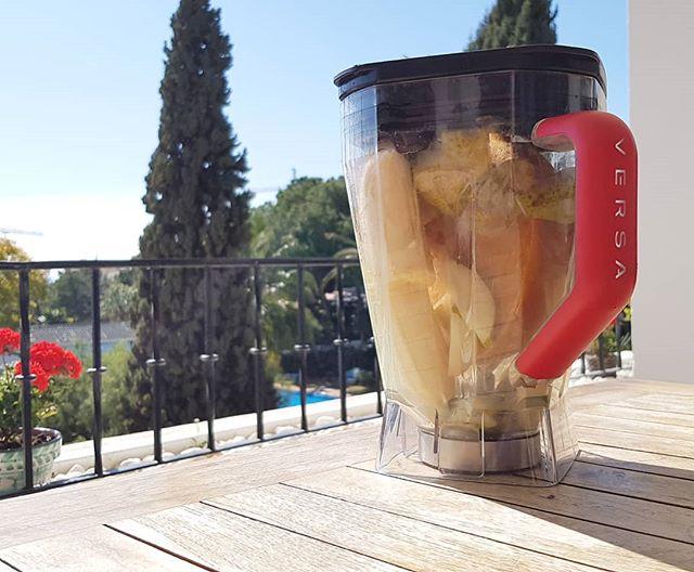 Fruit waste smoothie! Ca 30% av all mat slängs i onödan. Gör en smoothie av frukt som börjar ledsna, så blir alla glada!